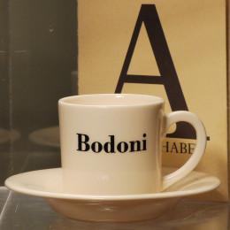 Tasse expresso et soucoupe décoration typo Bodoni