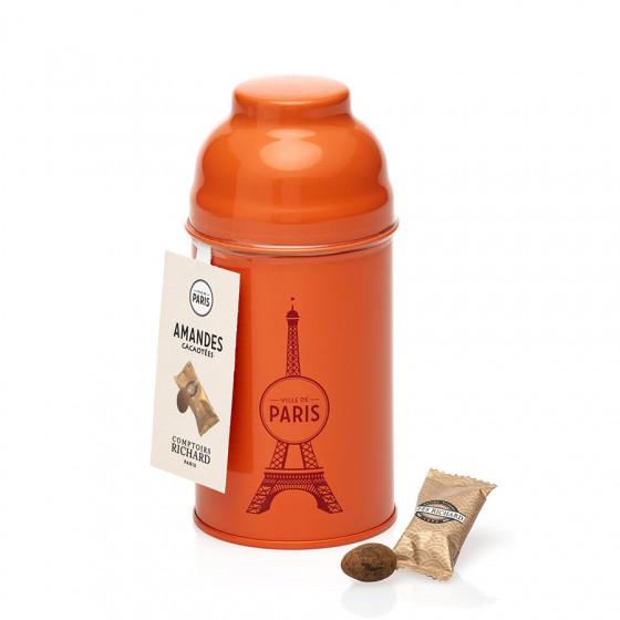 Boîte Tour Eiffel en métal laqué corail garnie d'amandes cacaotées 65g